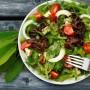 Ensalada vegetal rica en fibra